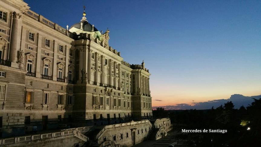 Palacio real de Madrid atardecer