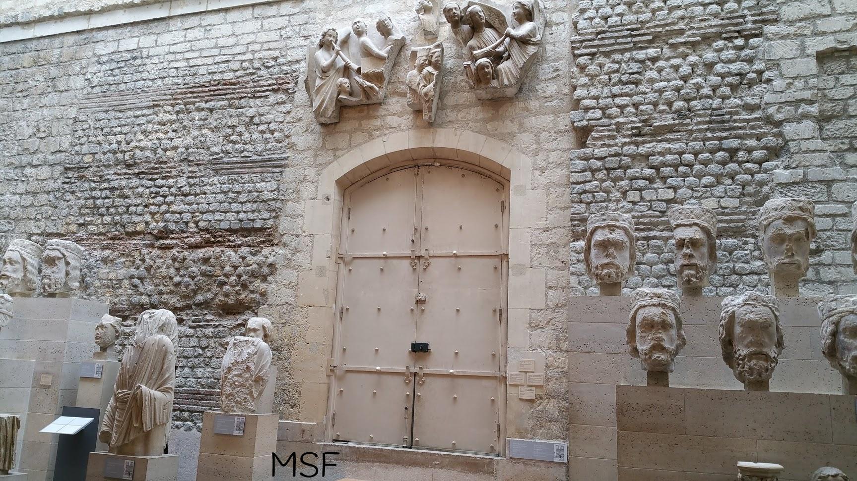 estatuas notre dame en museo cluny